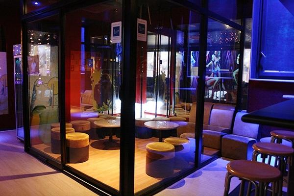 Espace fumeur du Nikki club libertin à Bordeaux