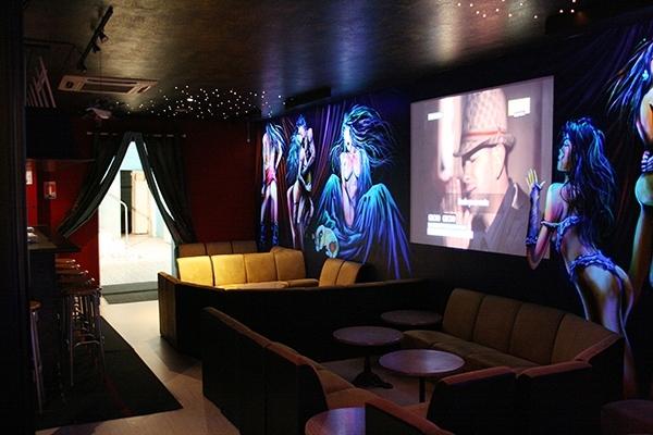 Espace lounge du Nikki club libertin à Bordeaux