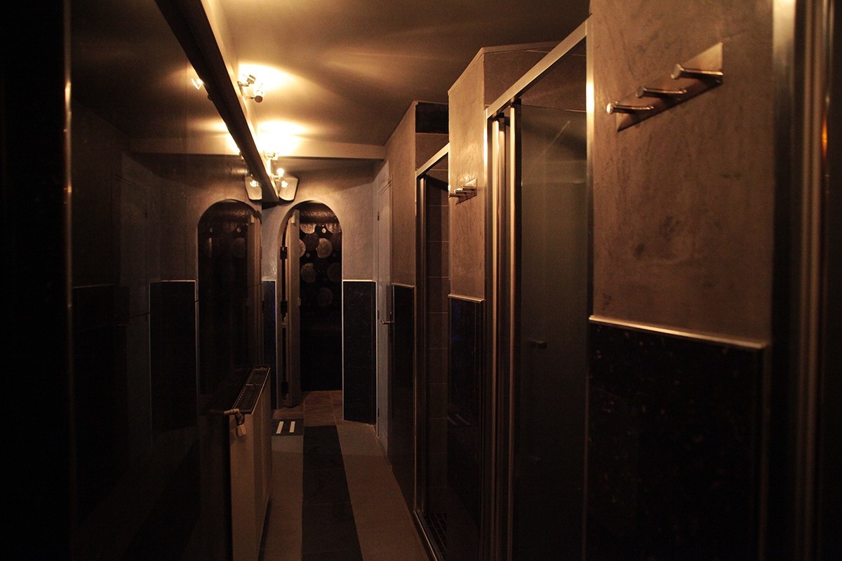 Douches du club privé Rituel Foch à Paris