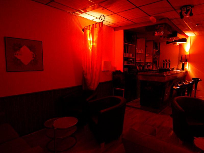 Le bar en sous sol du Paradis des Sens club libertin